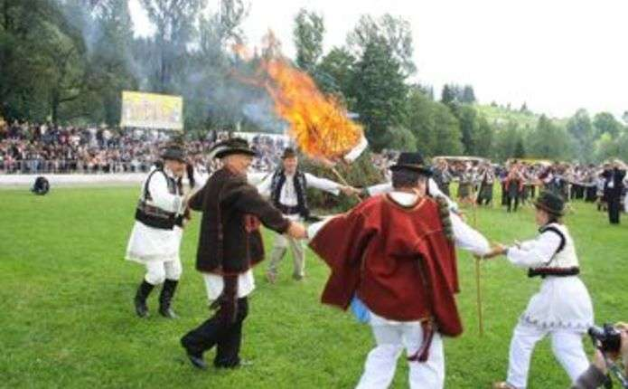 Картинки по запросу запалення Полонинської ватри.