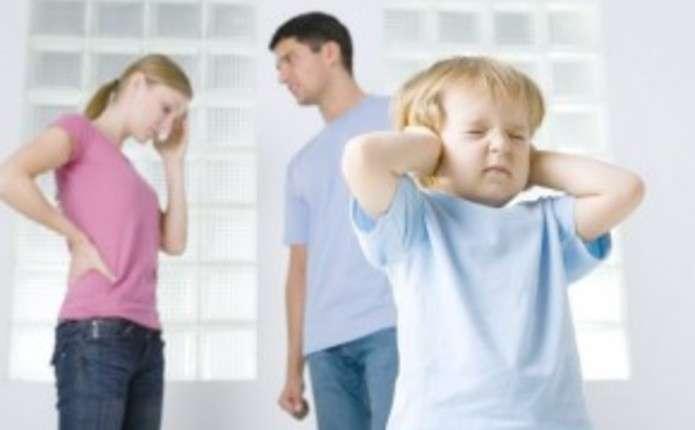 Франківець стверджує, що колишня дружина забороняє спілкуватись з донькою навіть по-телефону