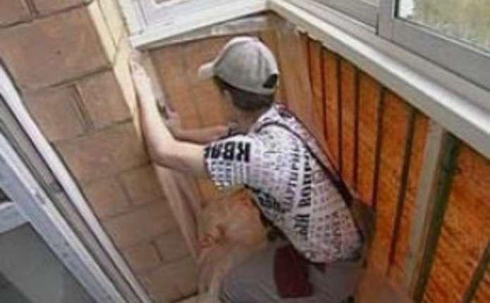 Как устранить шум козырька балкона..
