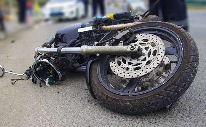На Прикарпатті, через подвійне порушення ПДР, мало не загинув мотоцикліст