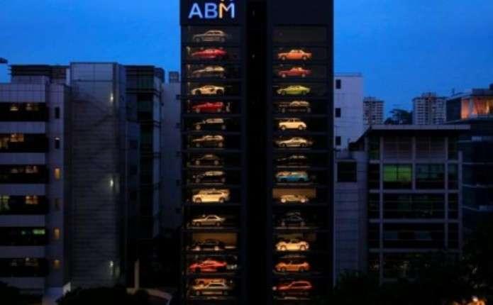У Сінгапурі відкрили автомат зпродажу Bentley, Ferrari і Lamborghini