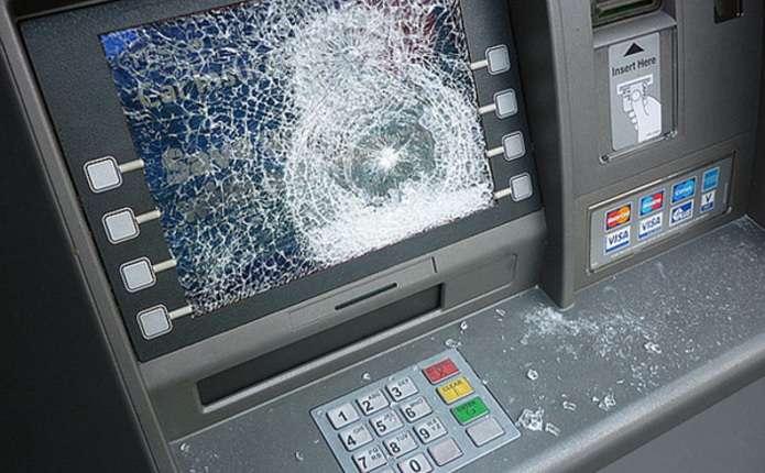 У Долині суд відправив за ґрати рецидивіста, який розтрощив банкомат у поліклініці