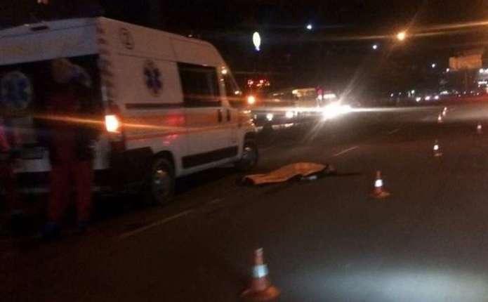 УЧернівцях водій на іноземних номерах насмерть збив дівчину на пішохідному переході