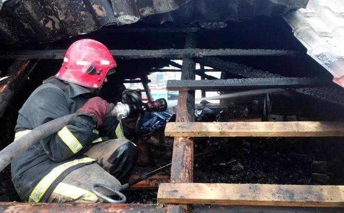 На пожежі отримали сильні опіки троє прикарпатців: усіх госпіталізовано до лікарні