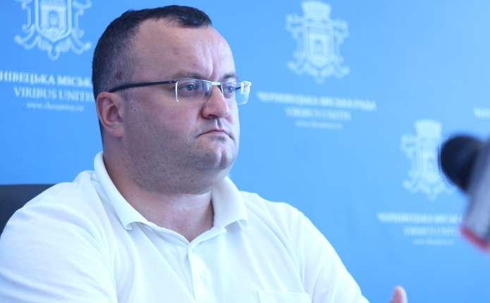 Підрядники у Чернівцях з перших днів почали порушувати графіки виконання робіт