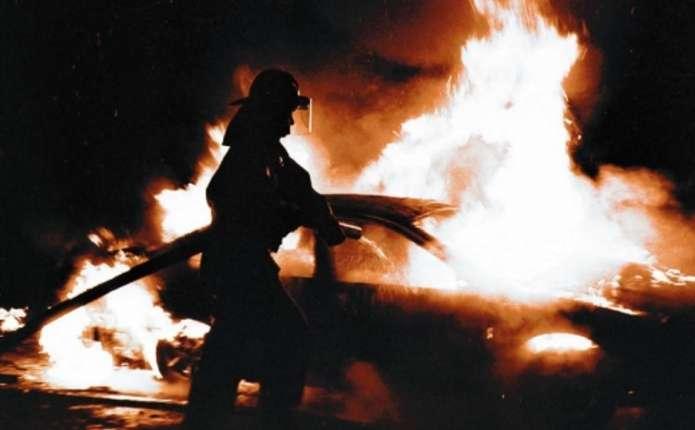 Цієї ночі на Прикарпатті горіла іномарка