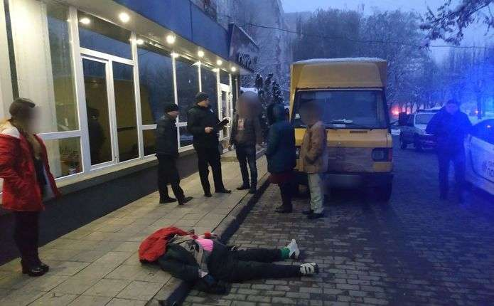 У Чернівцях вантажівка на тротуарі збила на смерть пішохода