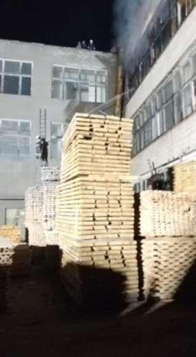 У Садгорі горить меблева фабрика