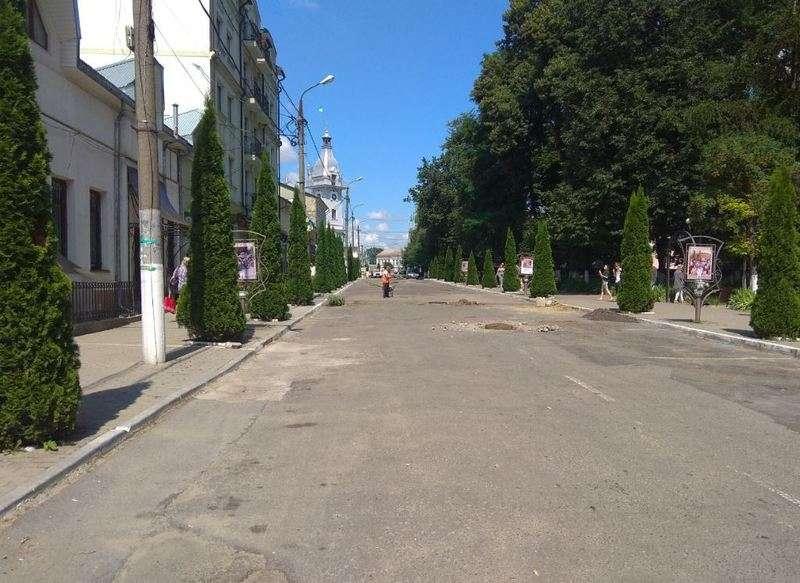 У Сторожинці почали ремонтувати вулицю Грушевського