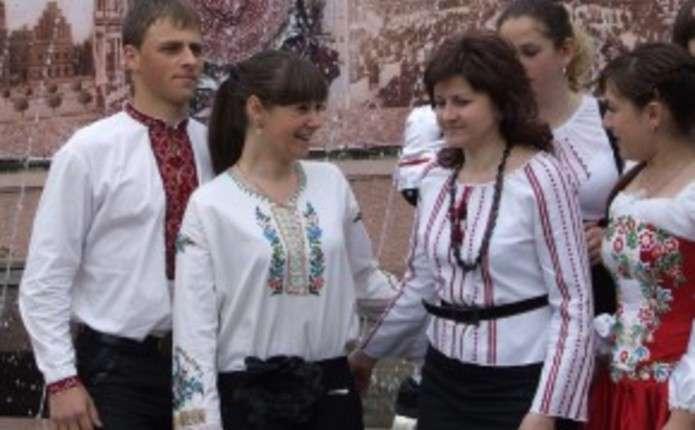 У Чернівцях сьогодні святкують День вишиванки. План заходів - Погляд ... 27d12551851ba
