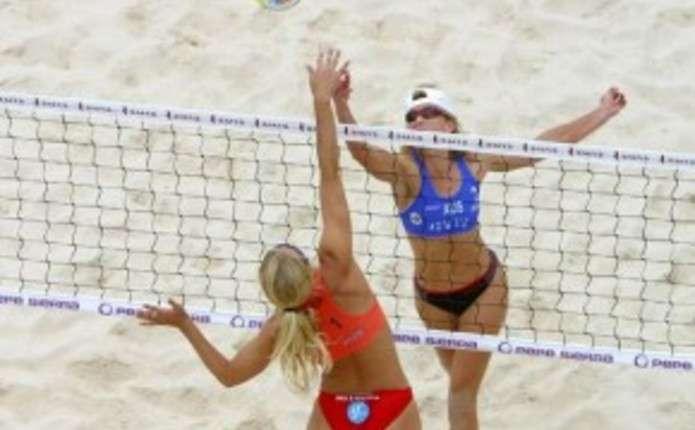 На Новоселиччині відбулися змагання з пляжного волейболу серед моделей