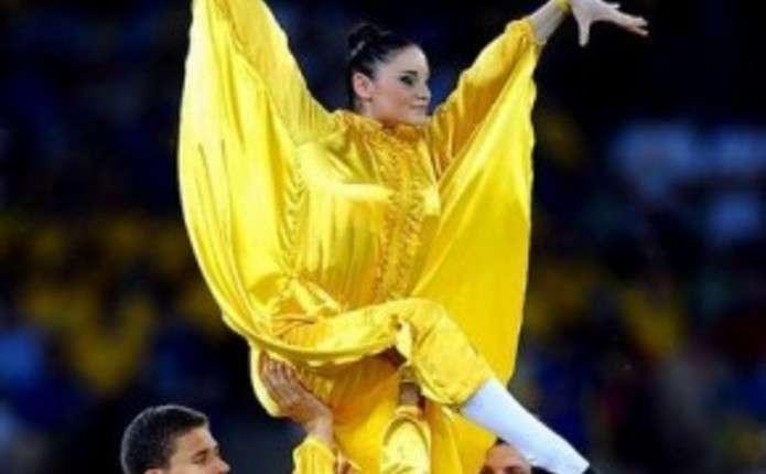 Гімнастка з Чернівців бере участь у шоу на відкритті кожного матчу Євро-2012 у столиці
