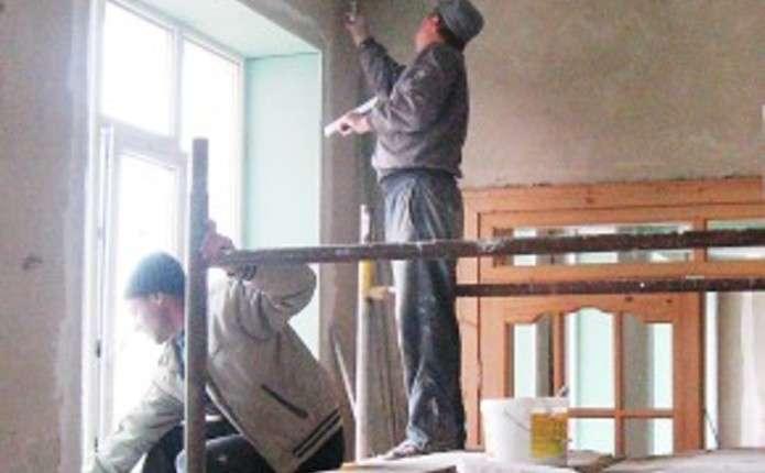 Знайти добросовісних будівельників або плиточників на Буковині вкрай важко