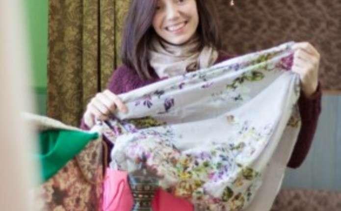 Лілія Сандулеса шиє одяг у кравчині в Лужанах - Погляд – новини Чернівці 48652207ed659