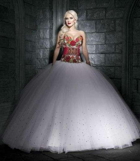 950429223dd82a Буковинка Катерина Бужинська приміряла весільні сукні. Фото - Погляд ...