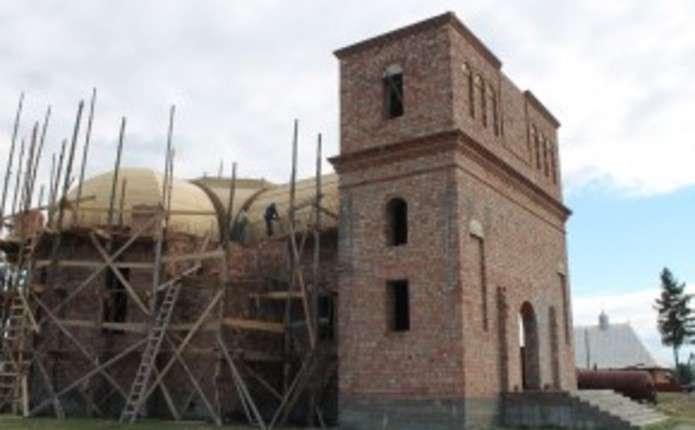 У Сучевенах церкву будують за власні кошти