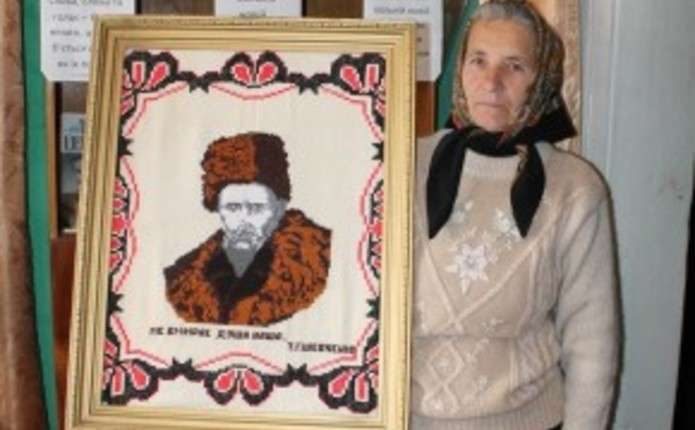 Мешканка Путильщини вишила портрет Шевченка та заповіт