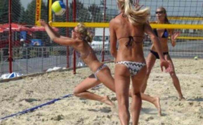 На Буковині проходить Ліга пляжного волейболу