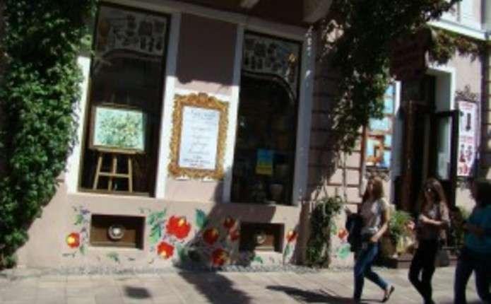 Петриківський розпис з'явився на одному із будинків на вулиці Кобилянської у Чернівцях