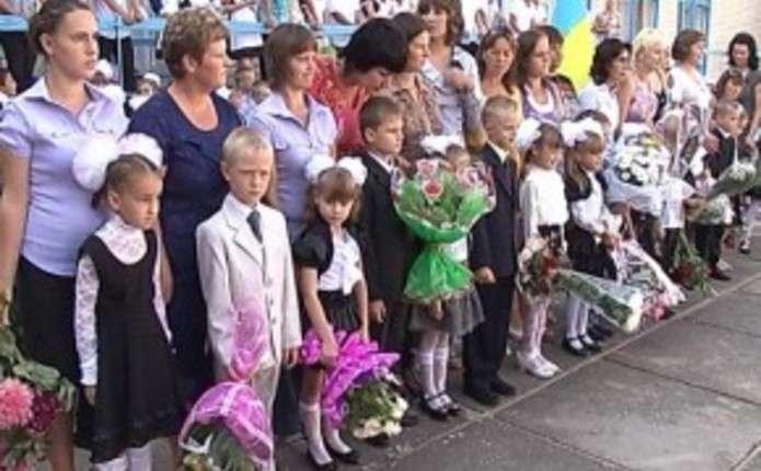 Буковинцям пропонують не купувати квіти до 1 вересня, а підтримати військових