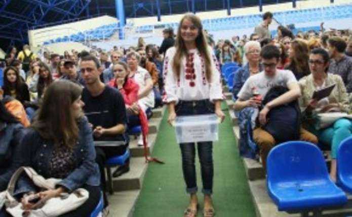 Під час концерту Жадана у Чернівцях зібрали більше 6 тисяч гривень для військових