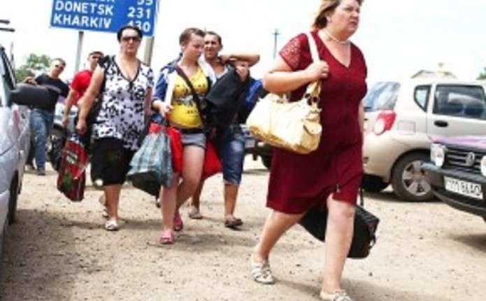 Українцям, які втікають до Росії, дозволили працювати за квотами