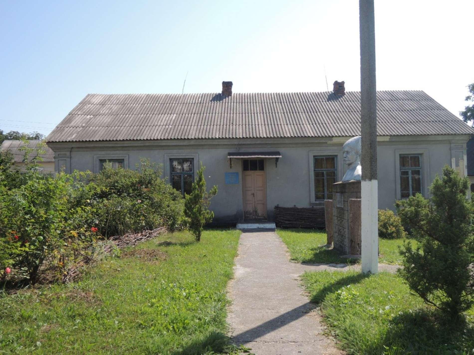 У музеї в Колінківцях, що на Хотинщині, жили батьки Каденюка