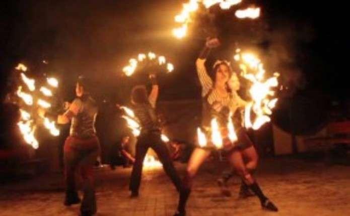 На День міста у Чернівцях організують вогняне шоу та двобої вікінгів