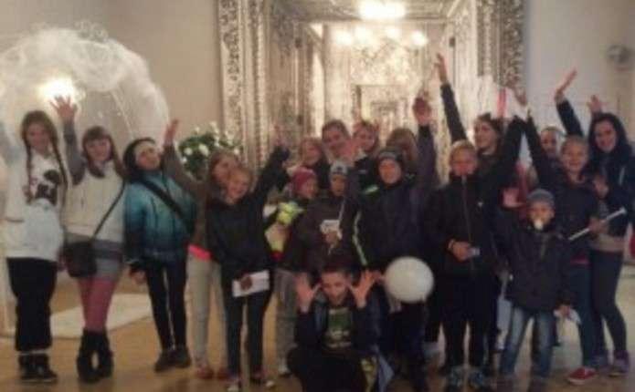 Для дітей герої у Чернівцях провели жартівливу церемонію одруження