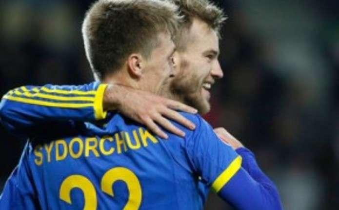 Фанати розгорнули напис Буковина на стадіоні в Білорусі
