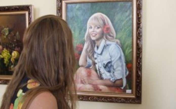 Більше 400 робіт Живої фарби презентують на виставці у Чернівцях
