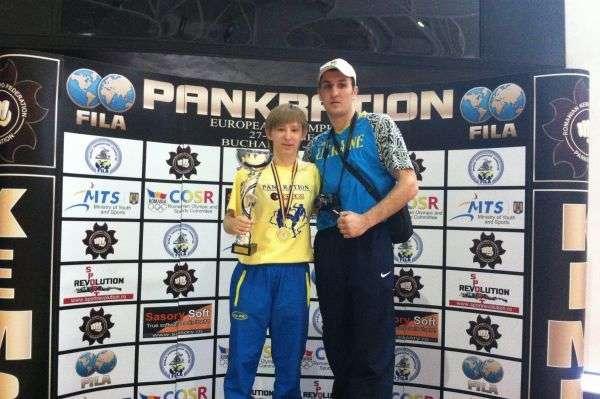 Студентка ЧНУ втретє стала чемпіонкою світу з панкратіону