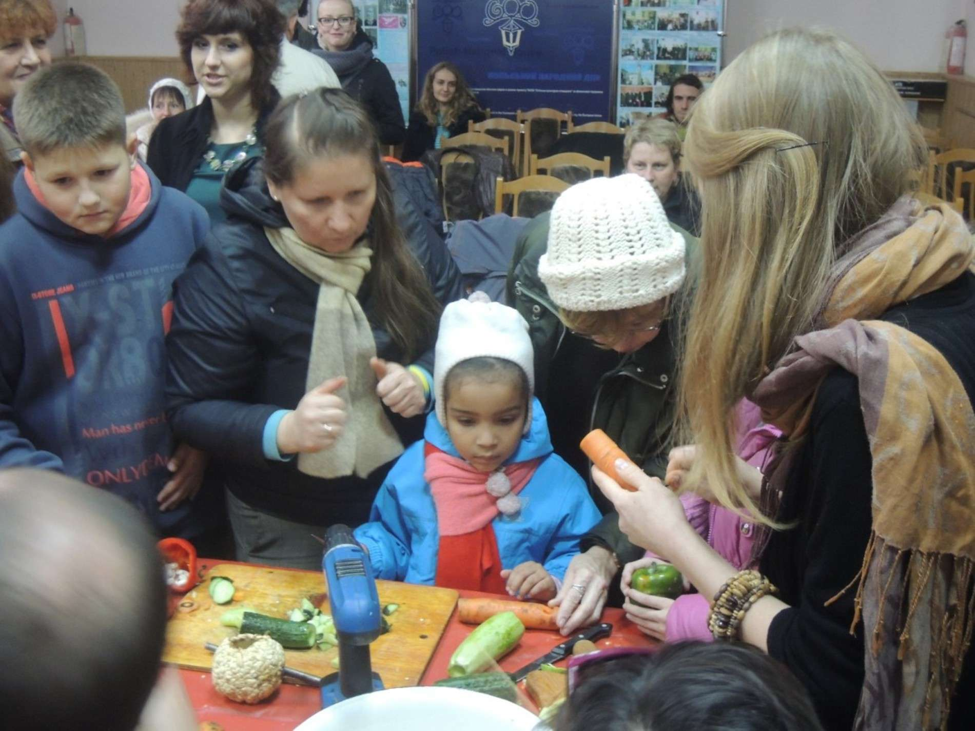 Маленькі буковинці грали на сопілках з моркви та барабанах з гарбуза