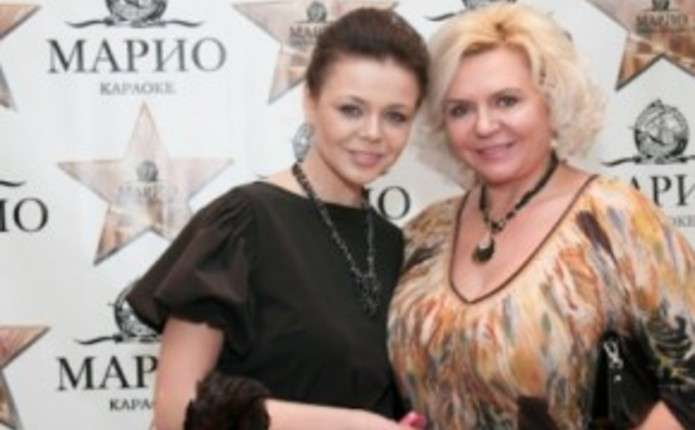 Мама Аліни Гросу після провалу на виборах поїхала в Чернівці