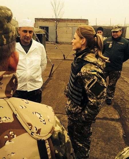 Ольга Фреймут поїхала в зону АТО перевірити, що їдять солдати
