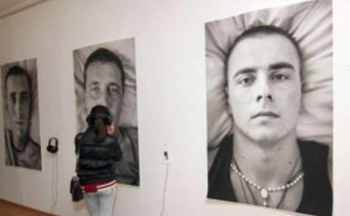На виставці у Чернівцях можна подивитися і послухати портрети
