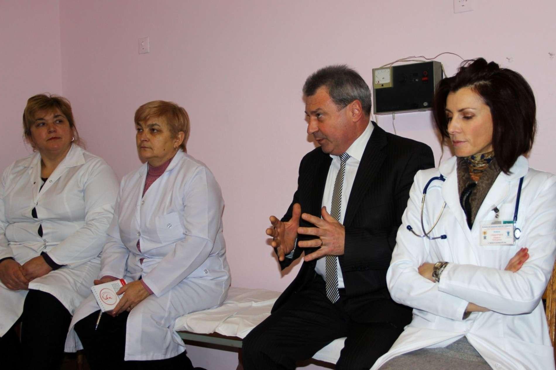 Для сімейних лікарів на Буковині провели майстер-клас з офтальмоскопії