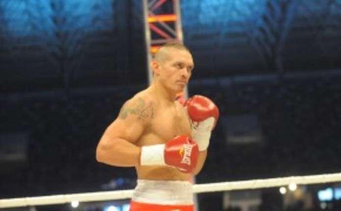Українець Олександр Усик захистив чемпіонський титул нокаутом