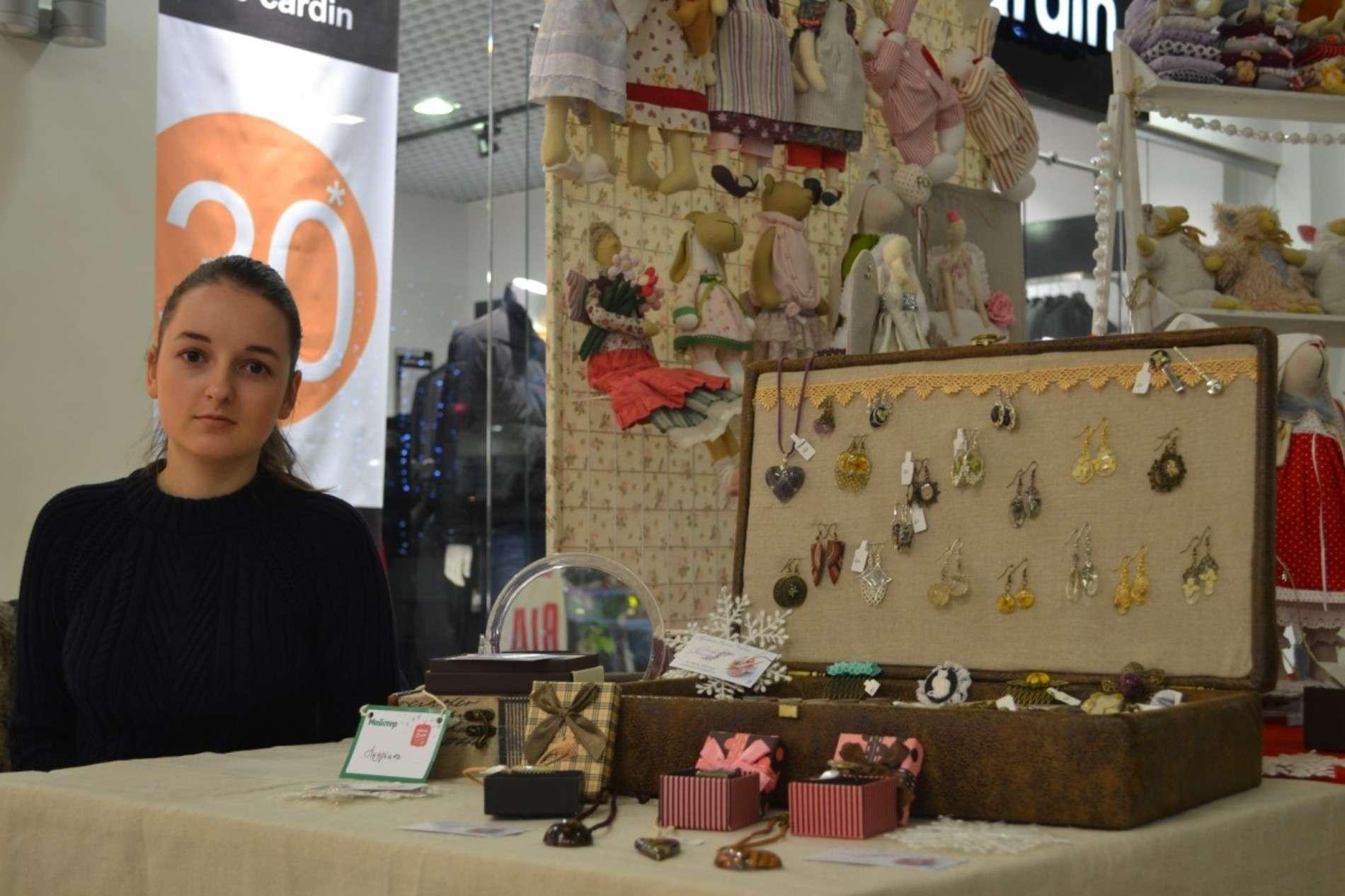 Мистецький фестиваль Новорічні дива рукотворні провели у Чернівцях