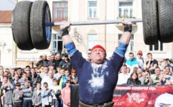 Чернівецький богатир Ільїн знову став найсильнішою людиною України
