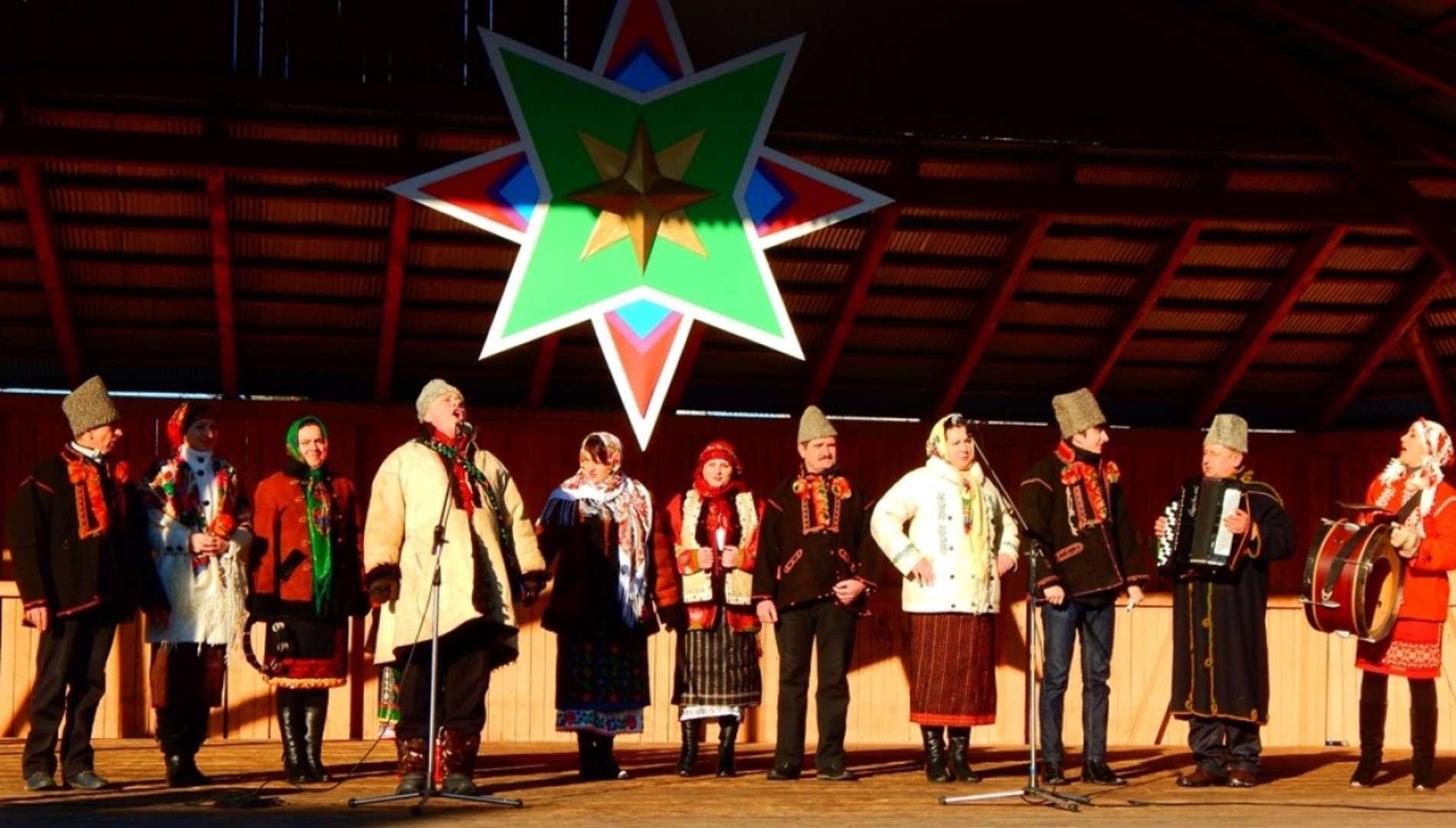 У Вижниці на фестивалі колядували та молилися за українських вояків