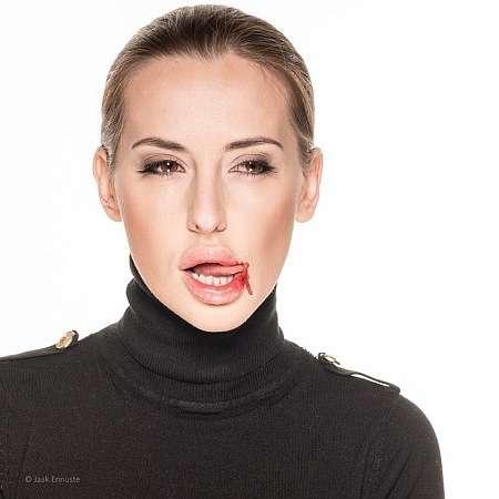 Нова радниця міністра економіки косить під Анджеліну Джолі