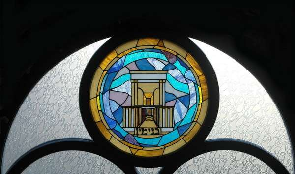 Епатажний Федірко виготовив вітражі для Садгірської синагоги у Чернівцях