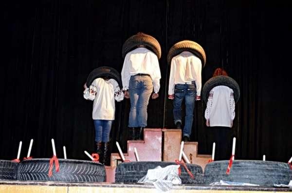 Чернівчанам показали виставу Революція гідності. Як то було