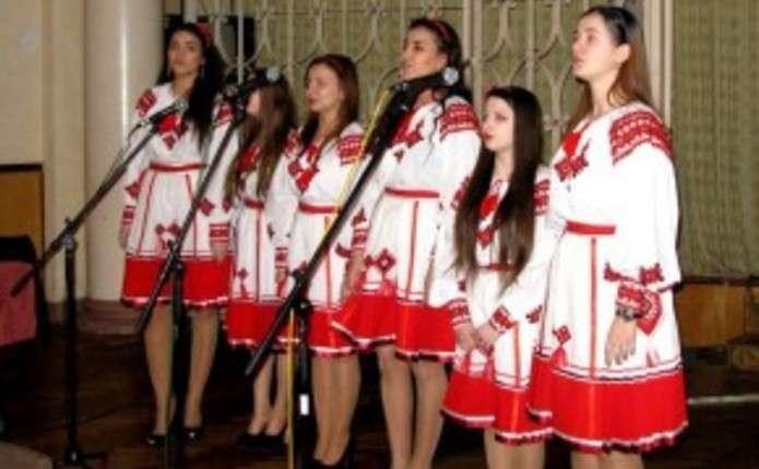 У Центральному палаці культури Чернівців влаштували концерт до 8 Березня