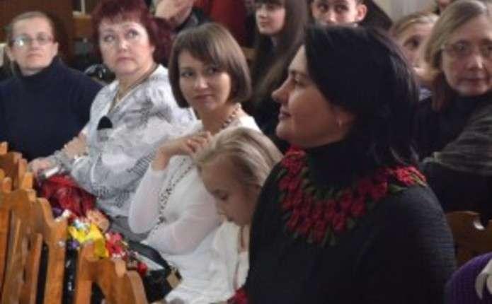 Чернівчанам на Вишиваному Дивотворі 2015 презентують українську культуру у вишивці