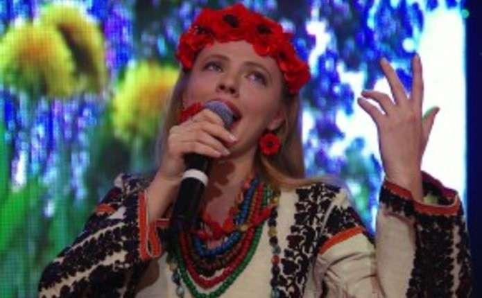 Чернівецька співачка Христина Охітва підтримує українських воїнів піснею