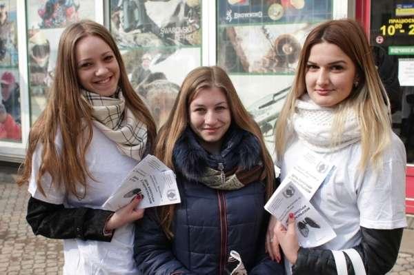 Студенти БДМУ розповідали чернівчанам про туберкульоз