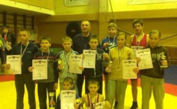 На турнірі з вільної боротьби у Чернівцях змагалися більше 200 спортсменів