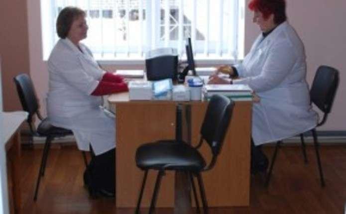 Відтепер сімейні лікарі на Новоселиччині надаватимуть меддопомогу до 20-ї години